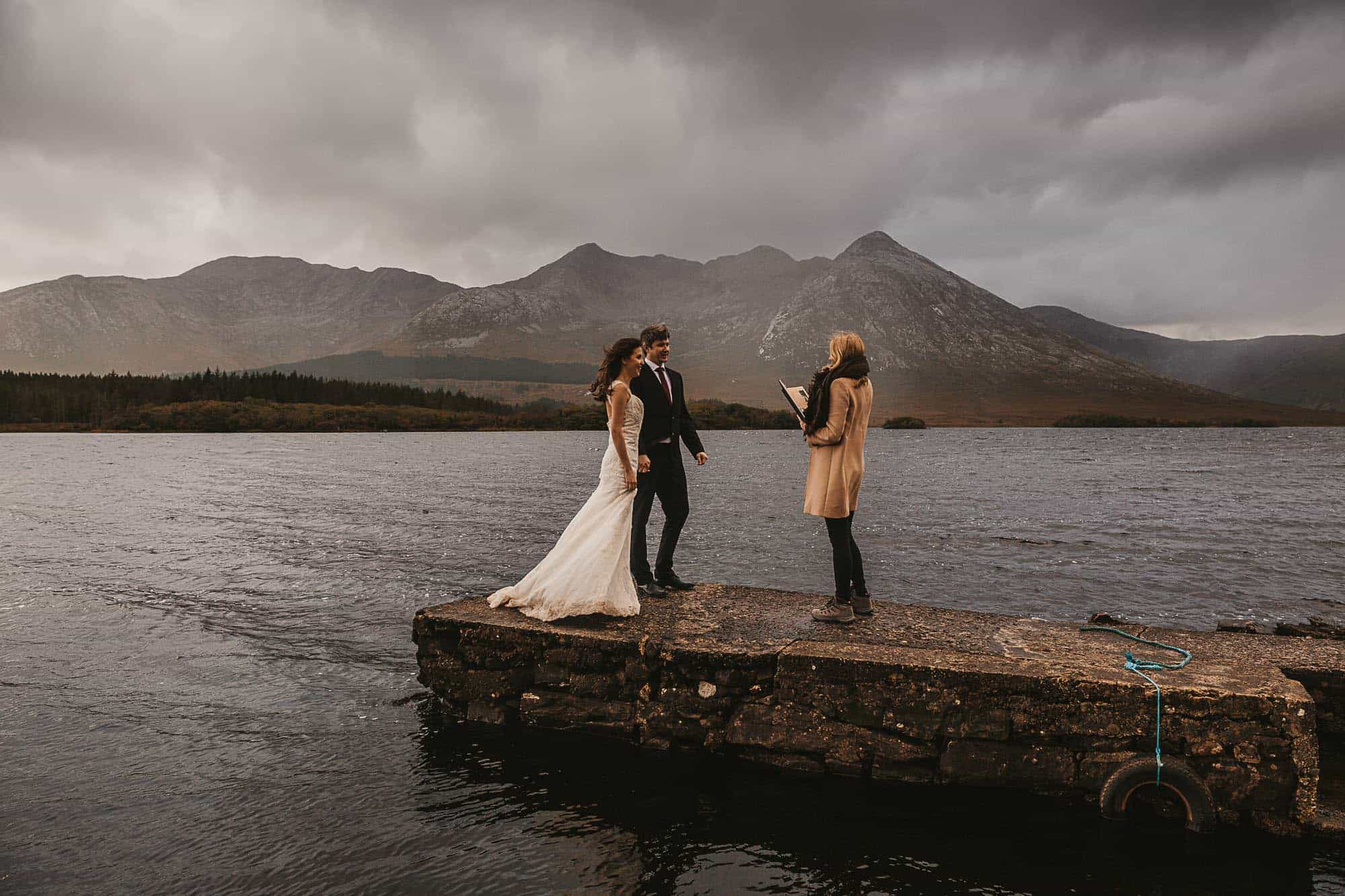 Saying your vows in Connemara on your celtic wedding ceremony