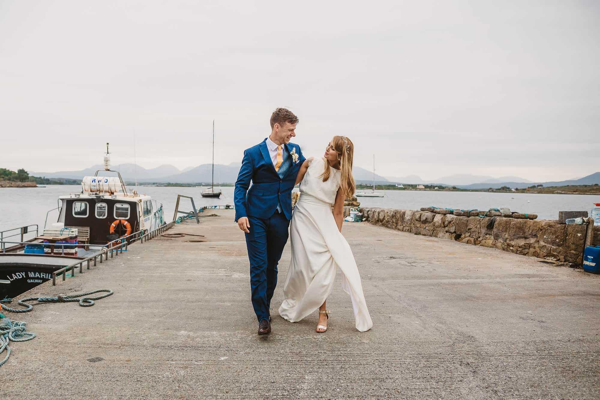 Elopement Ireland Connemara Love on the Pier i