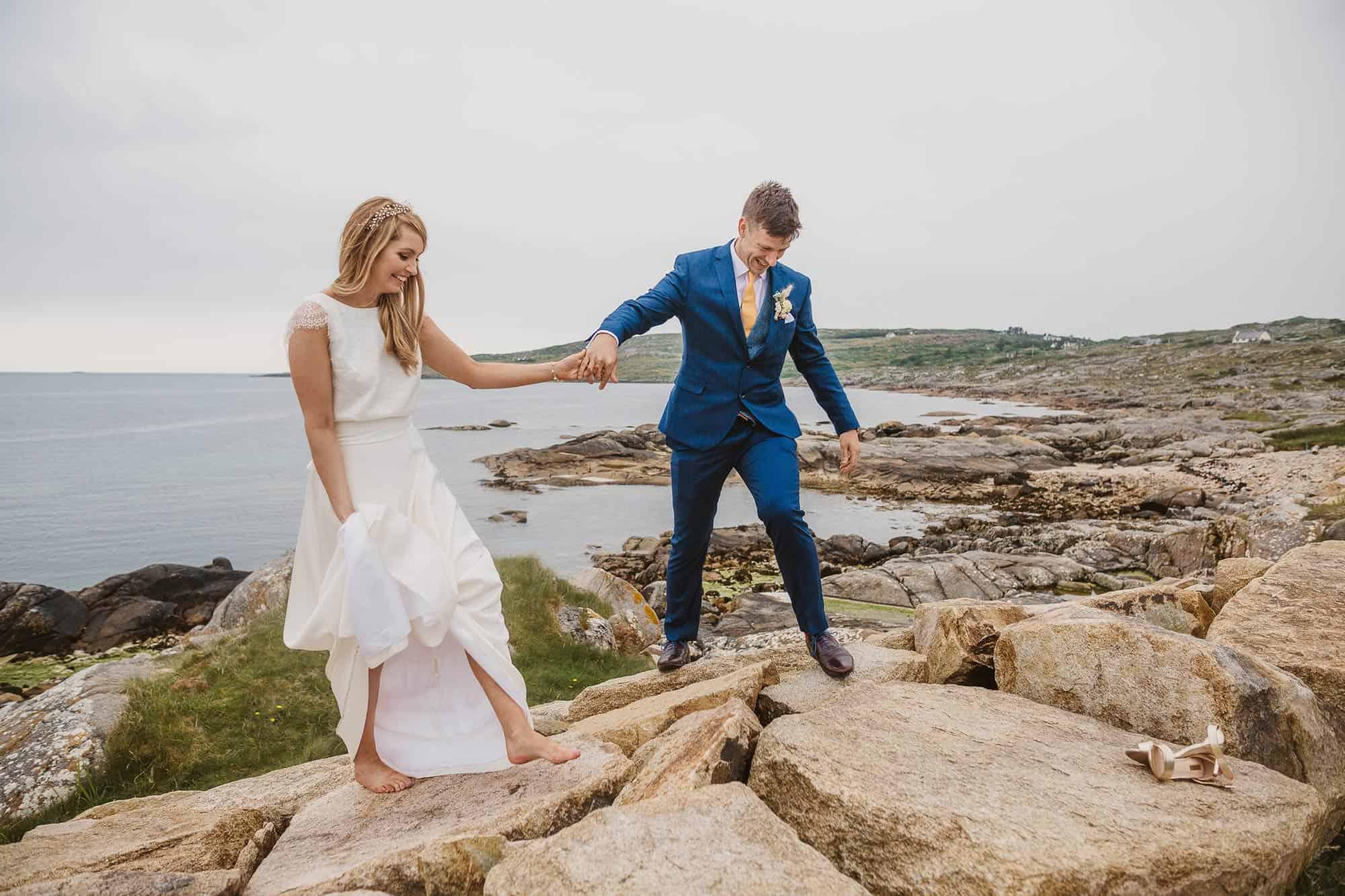 Elopement Ireland Connemara Nature Bride, bride is barefoot on rocks on the beach